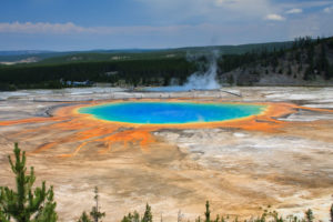 shutterstock_67874320_yellowstone